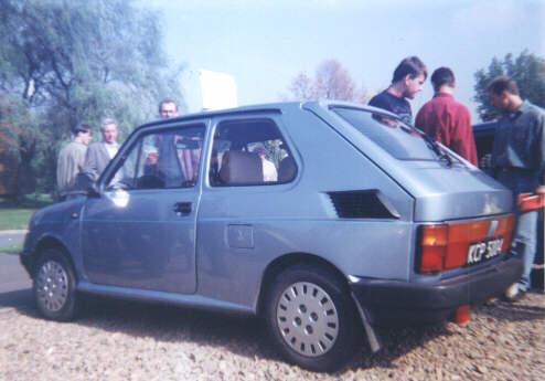 """Fiat 126p """"Long"""" (fot. http://www.polskie-auta.pl/stara/126p-long.htm)"""