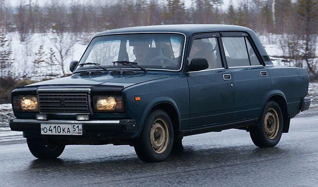 Samochody z lat 80 - Łada 2107 (fot. kallerna/Wikipedia, CC BY-SA 3.0)