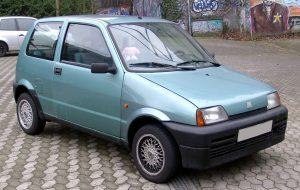 Samochody z lat 90 - Fiat Cinquecento (fot. Rudolf Stricker@Wikipedia, CC BY-SA 3.0)   Autofakty.pl