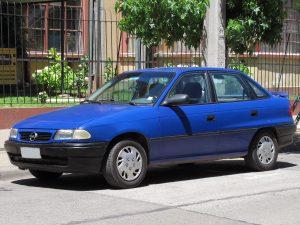 Samochody z lat 90 - Opel Astra F (fot. RL GNZLZ@Flickr, CC BY-SA 2.0)   Autofakty.pl
