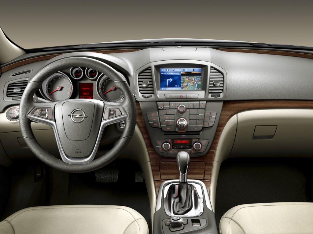 Opel Insignia Wnętrze przed liftingiem (2008-2013)
