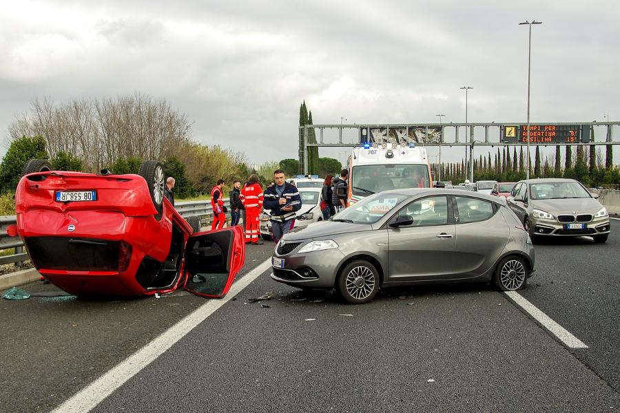 wypadek drogowy (fot. valtercirillo@Pixabay)