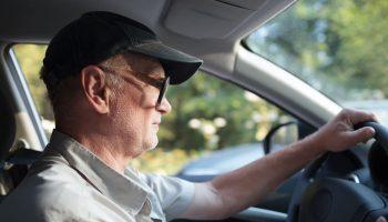 starszy kierowca (fot. Pixabay)